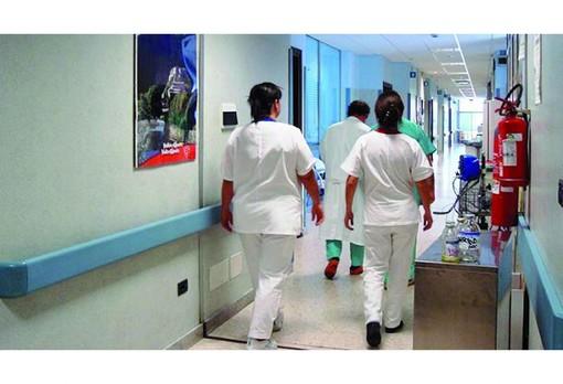 """Nursing Up: """"50 infermieri al giorno si ammalano ancora di Covid negli ospedali"""""""