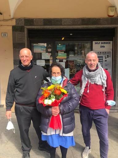 La tabaccheria di piazza Mercato compie 50 anni, e dietro al bancone c'è sempre Silvana Pironi