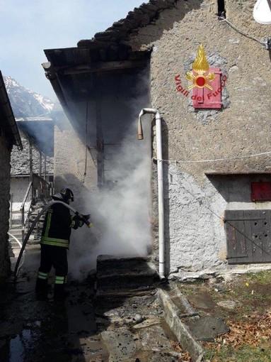 Incendio a Varzo nella frazione di Maulone