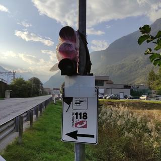 """La minoranza di Premosello: """"Da un anno non funziona il semaforo di via Donelli"""""""