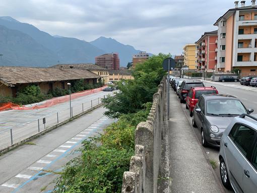 Un parcheggio in centro dedicato ai frontalieri. La proposta di Gabriele Ricci