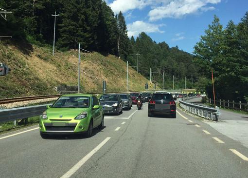 Coda chilometrica per lasciare la Valle Vigezzo FOTO E VIDEO
