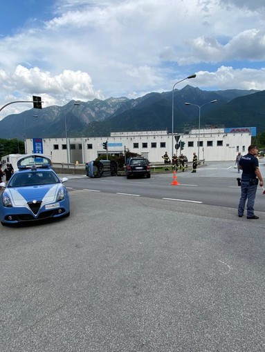 Scontro tra due auto a Villadossola di fronte alla Coop