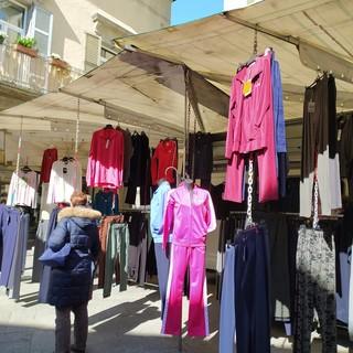 """Poca gente al mercato del sabato a Domo: """"Mancano i clienti svizzeri"""""""