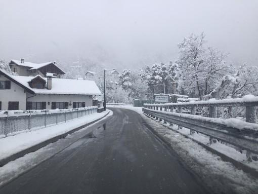 Risveglio invernale sulle valli del Vco, stanotte è tornata la neve FOTO