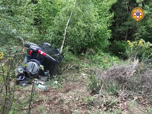 Auto fuori strada a Calasca, un ferito e due passeggeri illesi