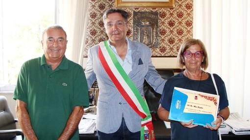 Dal 1954 ad Alassio per le vacanze, premiato il legale domese Marco Garzulino