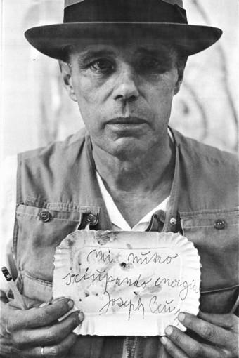 Martedì 22 da Sali & Pistacchi Joseph Beuys ritratto da Michele Buonomo
