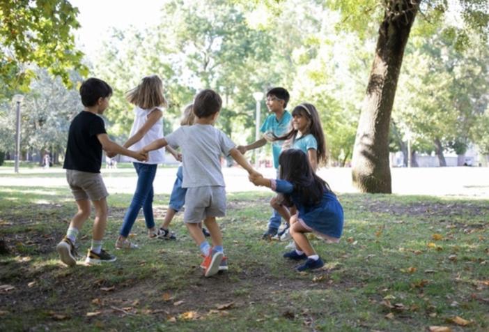Giochiamo all'aperto. Meno videogames e piu' socialita', aria e movimento