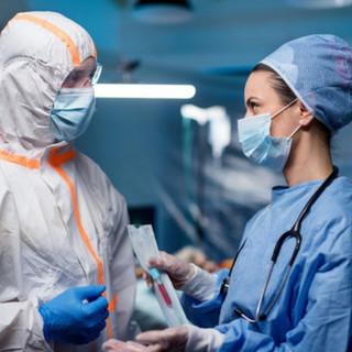 Quasi 300 pazienti lasciano gli ospedali piemontesi, i contagi di oggi invece sono 988
