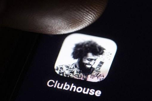 Clubhouse sbarca anche nel Vco: rivoluzione o moda passeggera?