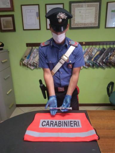 Tentato omicidio a Santhià, 27enne accoltella il padre alla gola