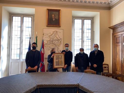 La Juve Domo dona al Comune una pergamena del 1921