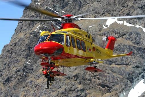 Dal Nord Ovest – Alpinista colpito da scarica di sassi sul Monviso, è grave