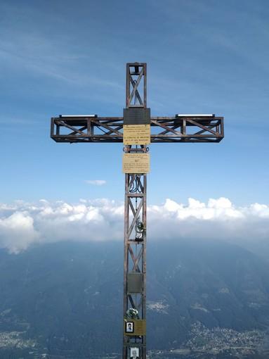 Illuminata la croce del Pizzo Ragno