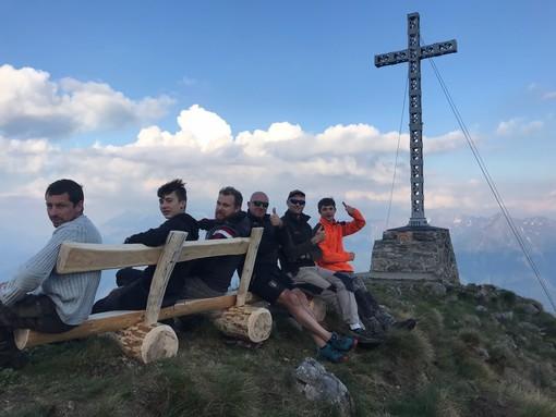 Sguardi su Domo e  la Valle Antrona dalla vetta del Moncucco, seduti sulla panchina FOTO