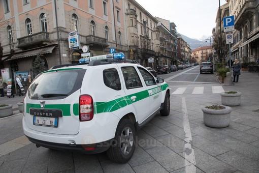 Parcheggia in uno stallo per disabili: multa da 330 euro, rimozione dell'auto e decurtazione di 2 punti sulla patente