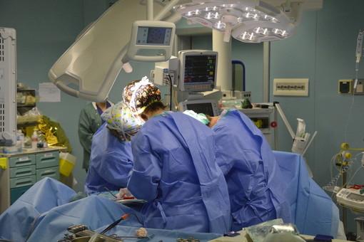 """Covid, i cardiologi lanciano l'allarme: """"Il 50% dei pazienti gravi riporta danni al cuore"""""""