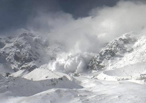 Valanga dalla parete est del Monte Rosa. VIDEO
