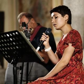 La cantante ossolana Ylenia Piola presenta 'Pesca', primo album di brani inediti